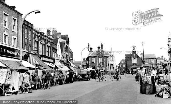 Photo of Leighton Buzzard, Market Day 1952