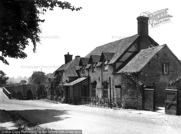 Leintwardine, Lion Hotel and Bridge c1950