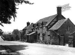 Lion Hotel And Bridge c.1950, Leintwardine