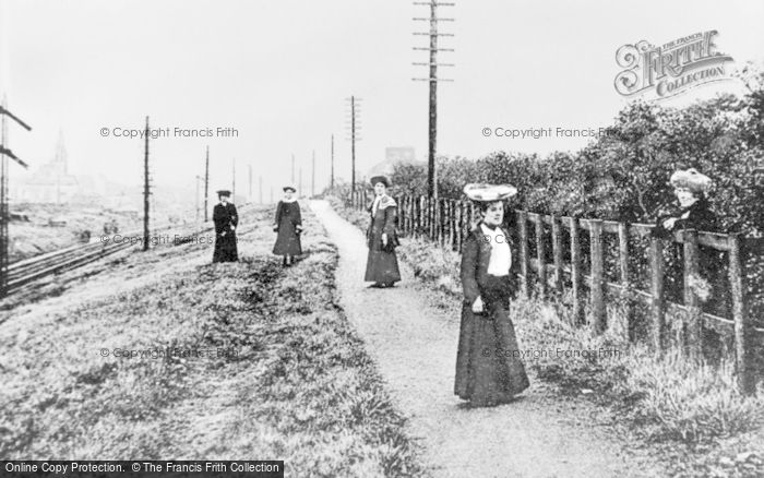 Photo of Lenzie, The Lady's Mile c.1900