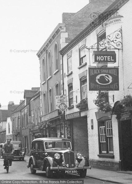 Photo of Leominster, Black Swan Hotel c.1950