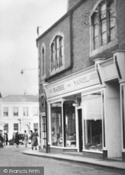 Leominster, Victoria Street c.1950