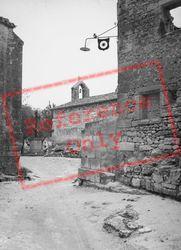 1939, Les Baux-De-Provence