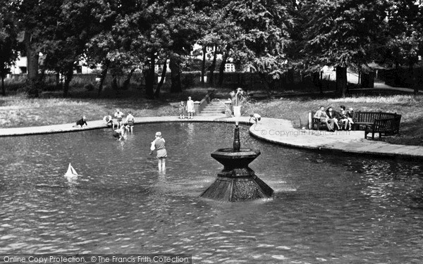 Photo of Letchworth, the Paddling Pool, Howard Park c1950