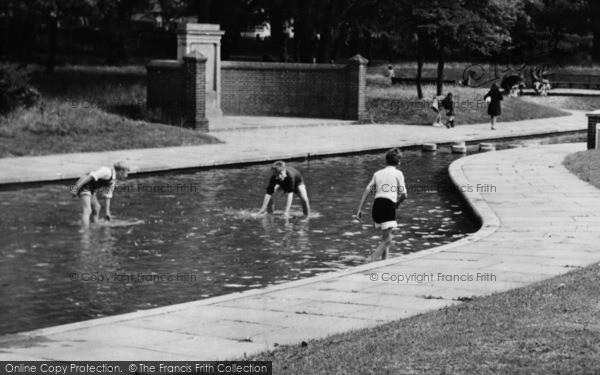 Photo of Letchworth, The Paddling Pool, Howard Park c.1950