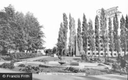 Letchworth, The Town Square Gardens c.1960