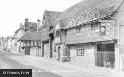 Lewes, Anne Of Cleves House, Southover c.1955