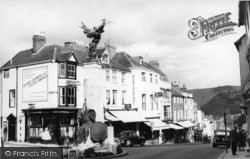Lewes, High Street And Memorial c.1960