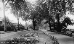 Lewisham, Manor House Gardens, Lee Green c.1960