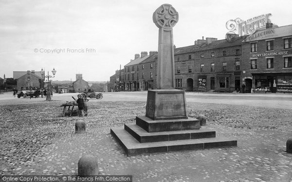 Photo of Leyburn, War Memorial 1923