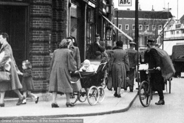 Photo of Leytonstone, People, High Road c1950