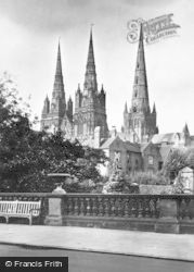 Lichfield, The Cathedral And War Memorial c.1930
