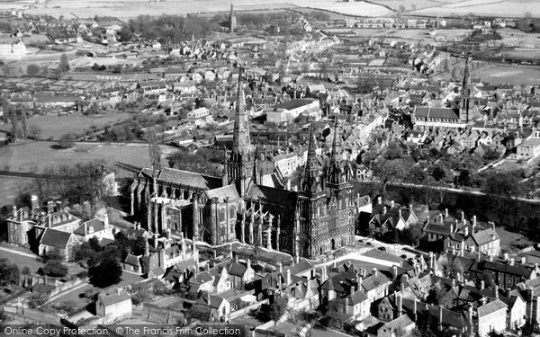 Lichfield, the Cathedral c1955
