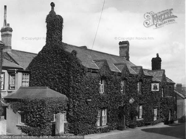 Photo of Lifton, The Arundell Arms c.1950
