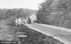 Walking By The Common 1929, Limpsfield Chart
