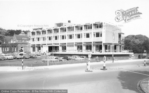 Photo of Lincoln, Eastgate Hotel c.1965