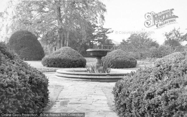 Photo of Lincoln, Hall Gardens Boultham Park c.1955