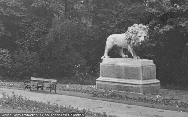 Photo of Lincoln, Lion Statue, The Arboretum c.1950