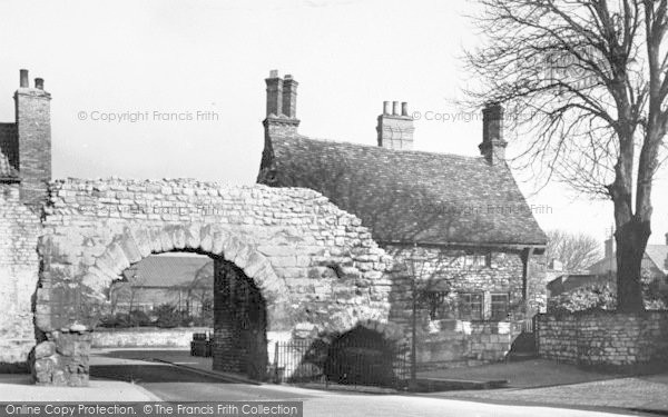Photo of Lincoln, The Newport Arch c.1920