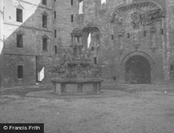Palace, King's Fountain c.1948, Linlithgow