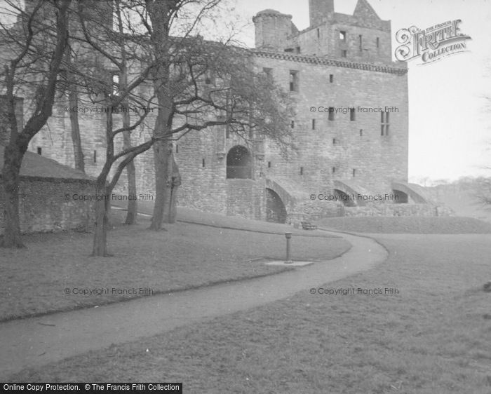 Photo of Linlithgow, Palace, Old Entrance East Side c.1948