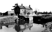 Linton-on-Ouse, the Lock, River Ouse c1960