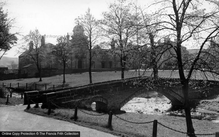 Photo of Linton, The Packhorse Bridge And Almshouses c.1955