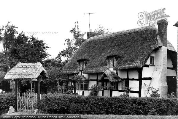 Little Comberton, the Olde Thatched Cottage c1955.  (Neg. L216007)  © Copyright The Francis Frith Collection 2008. http://www.francisfrith.com