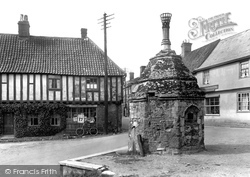 Little Walsingham, The Pump And Old Houses 1929
