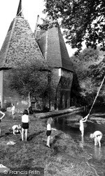 Littlebourne, Oast Houses And Little Stour c.1962