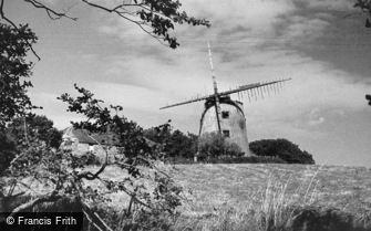 Llanddeusant, Llynnon Windmill c1935