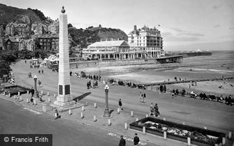 Llandudno, War Memorial and Grand Hotel c1933