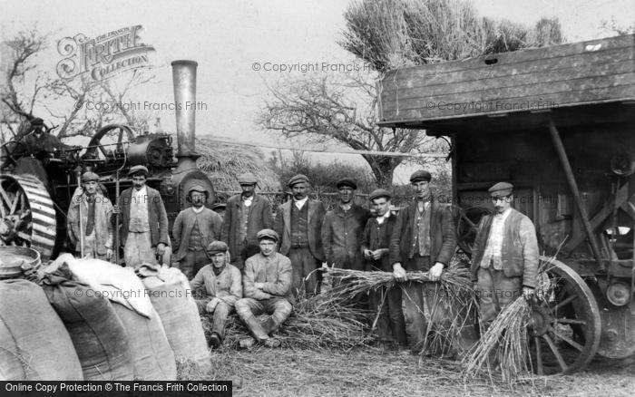 Photo of Llanelidan, Steam Threshing Gang c.1910