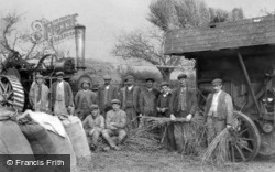 Llanelidan, Steam Threshing Gang c1910