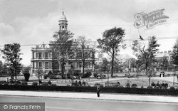 Llanelli, Town Hall And Gardens 1936