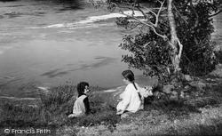 Llanelltyd, Girls By The River Mawddach 1913