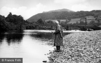 Llanelltyd, Salmon Fishing in the River Mawddach c1955