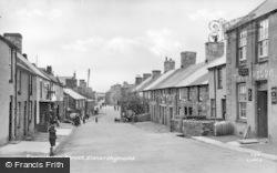 Twreyhelun Street c.1955, Llanerchymedd