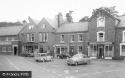 Llanrhaeadr Ym Mochnant, Market Square c.1960