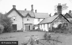 Llanrhaeadr Ym Mochnant, The Garden And Wynnstay Arms Hotel c.1955