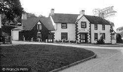 Llyswen, Griffin Inn c.1960