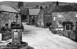 Post Office Stores And The Fountain 1950, Lofthouse