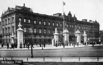 London, Buckingham Palace c1890