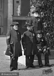London, Chelsea Pensioners c.1898