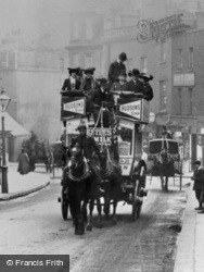 Horsedrawn Carriage 1906, London