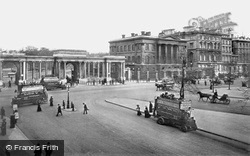London, Hyde Park Corner, The Screen And Apsley House c.1908