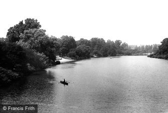 London, Hyde Park, view from Serpentine Bridge 1899