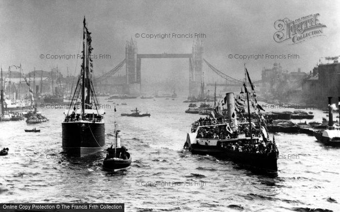 London, Opening of Tower Bridge 1894