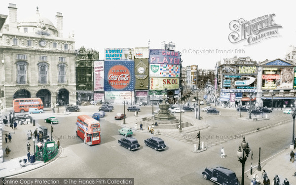 London, Piccadilly Circus c.1960