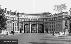 London, The Admiralty Arch c.1920